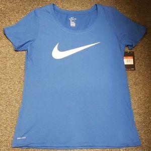 💫 NWT Women's Nike T-shirt size L